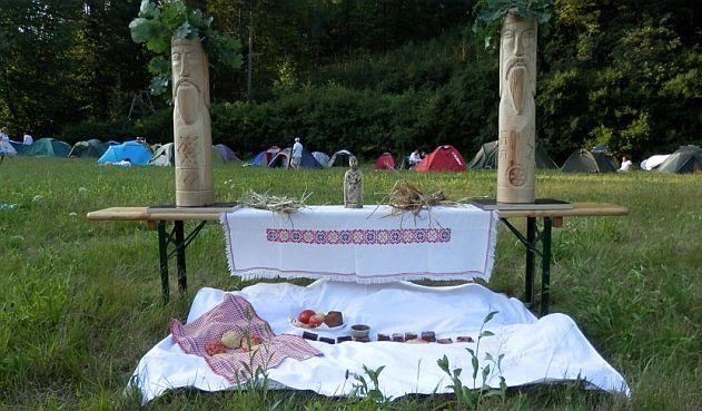Kupala na Morave - oltar s Kumiry