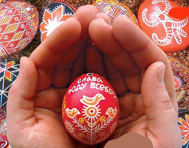 Tradicne malované vajícka k sviatku Paschet